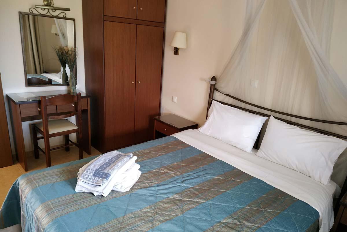 StMeSt-blue-apt-bedroom